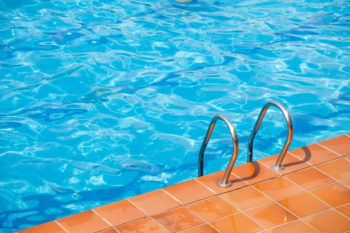 Benefits of Algaecide for Pools